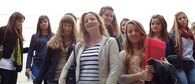 Alumnas en el Palacio de Tribunales de Bahía Blanca