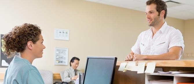 La secretaria médica y la atención de pacientes